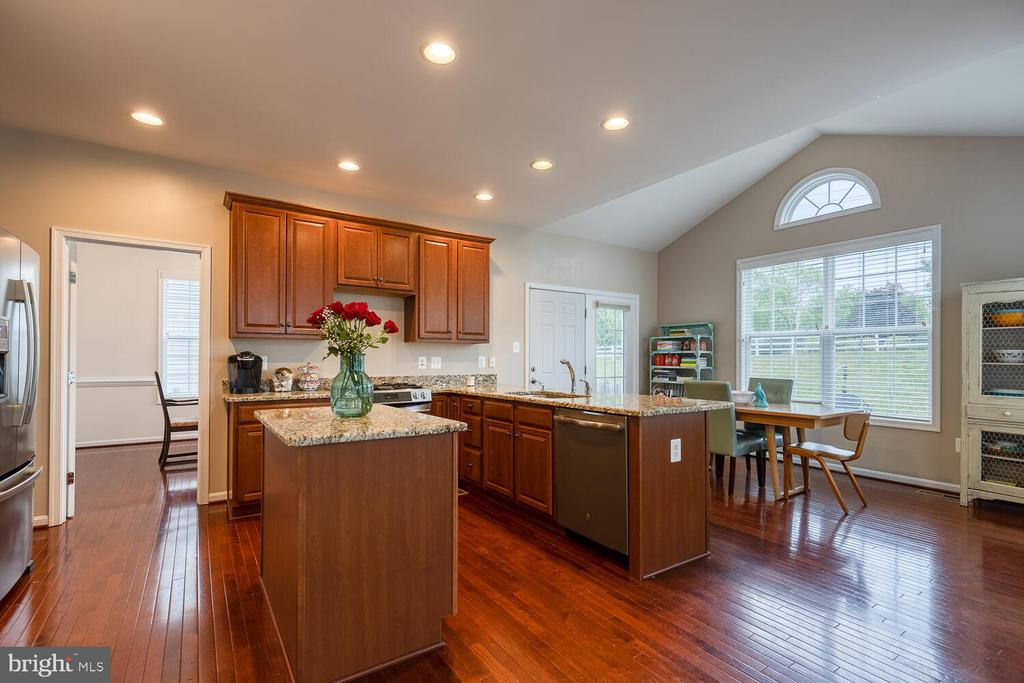Kitchen and morning room - 60 SANCTUARY LN, STAFFORD