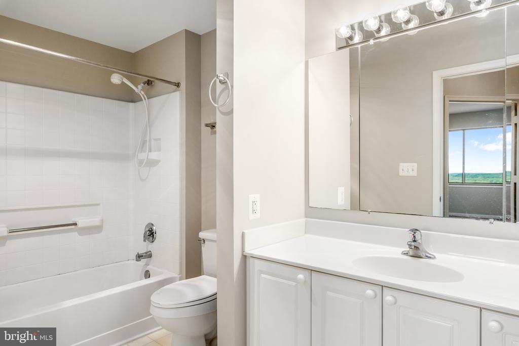 Bathroom 1 - 19365 CYPRESS RIDGE TER #1109, LEESBURG