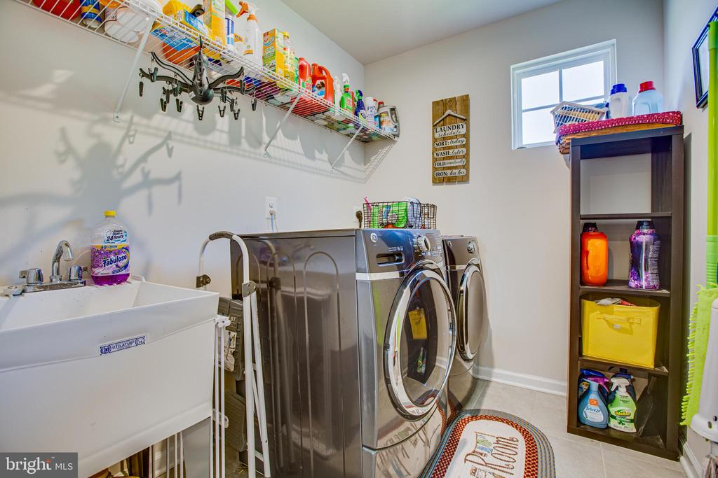 Upstairs laundry room with wash sink - 12504 BAINSWOOD CT, FREDERICKSBURG