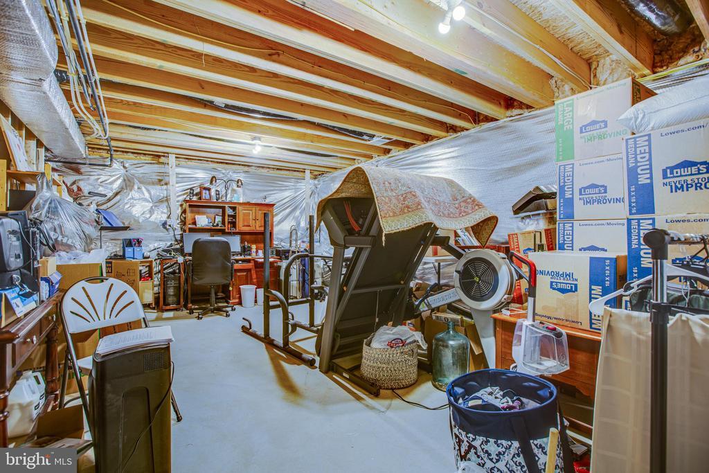 Huge unfinished storage area - 12504 BAINSWOOD CT, FREDERICKSBURG