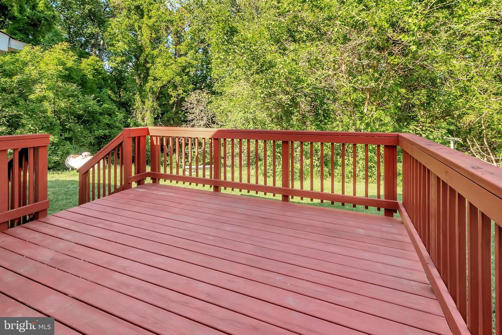 Back deck overlooking trees - 593 WIDEWATER RD, STAFFORD