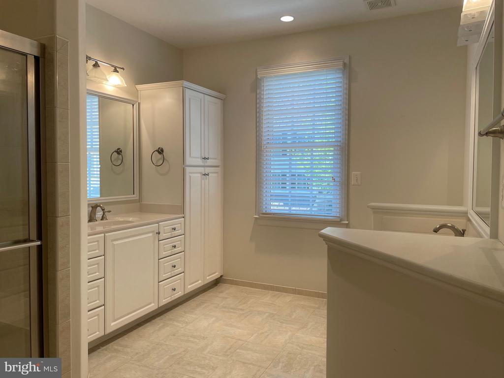 Primary bath with double vanities and shower - 126 N JAY ST, MIDDLEBURG