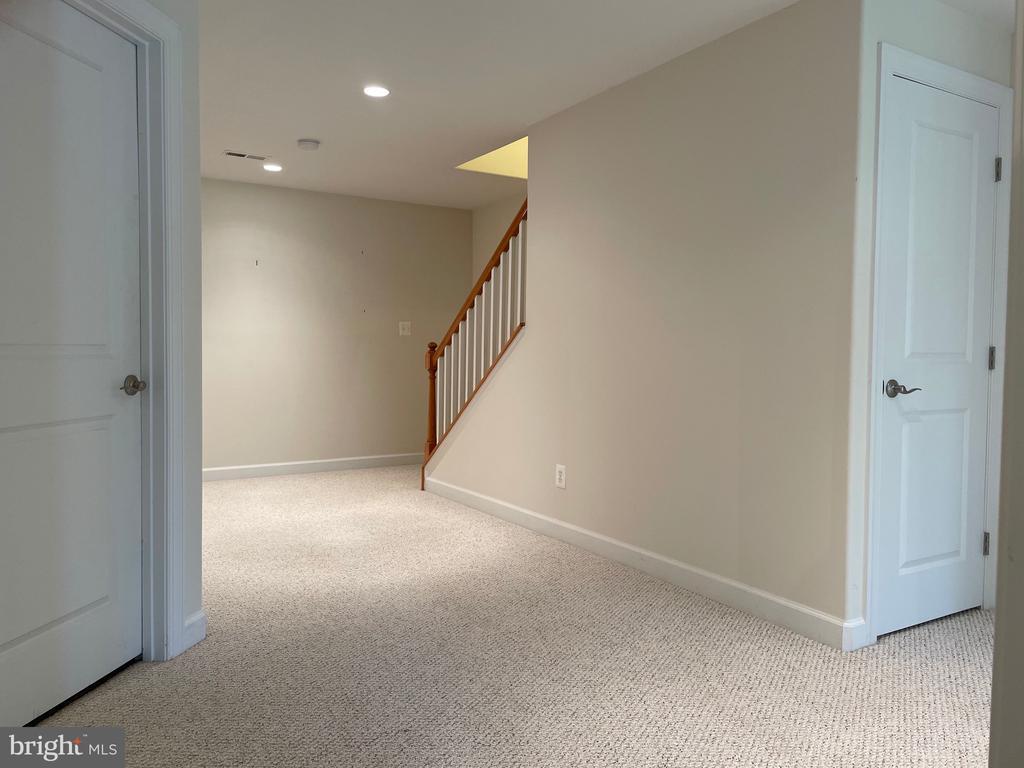 Lower level hallway - 126 N JAY ST, MIDDLEBURG