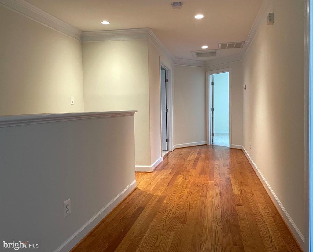 Upper level hallway - 126 N JAY ST, MIDDLEBURG