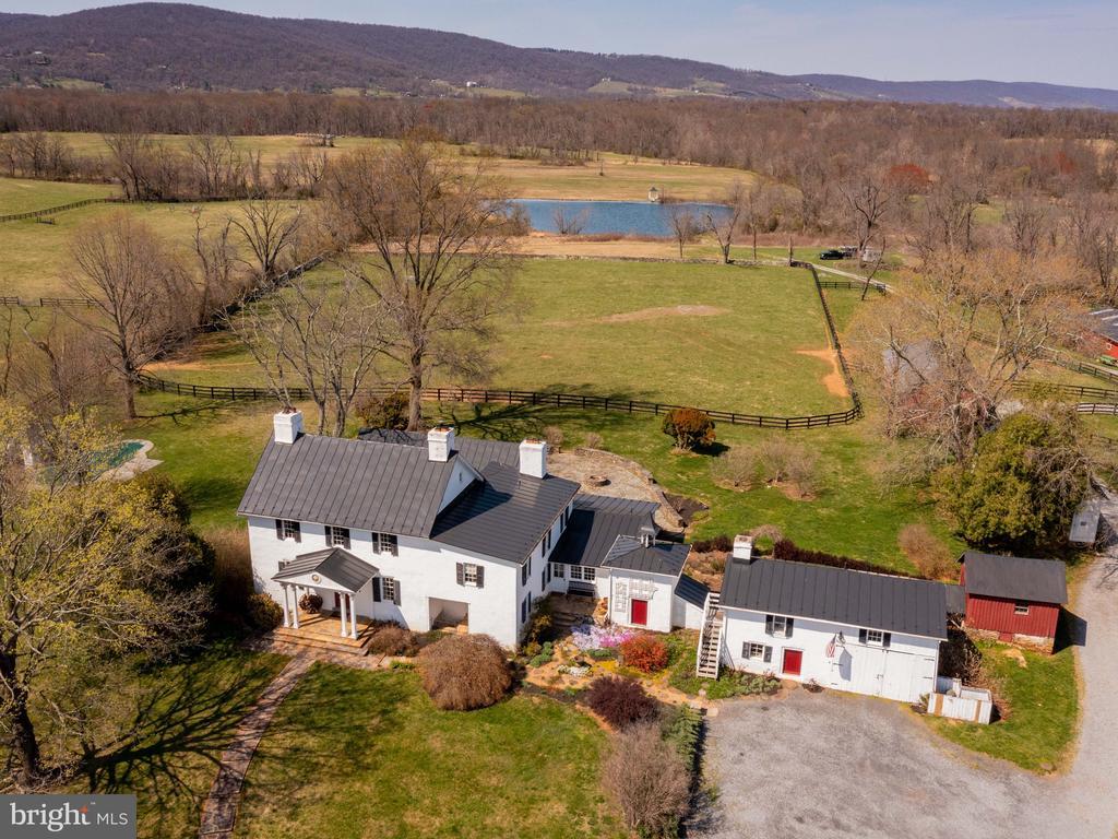House, paddocks, pond, mountains - beautiful - 20775 AIRMONT RD, BLUEMONT