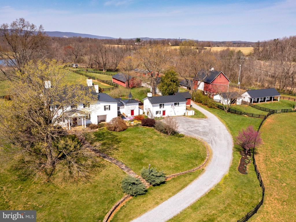 Gravel drive to home, stable and barns - 20775 AIRMONT RD, BLUEMONT