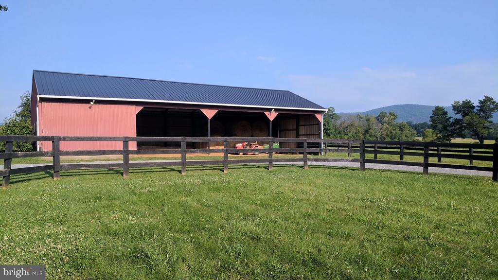 Tractor/utility shed with workshop - 20775 AIRMONT RD, BLUEMONT