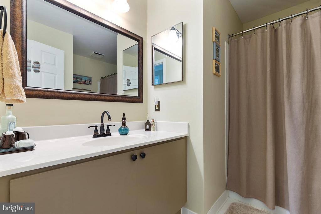 Secondary Bathroom - 20576 SNOWSHOE SQ #101, ASHBURN