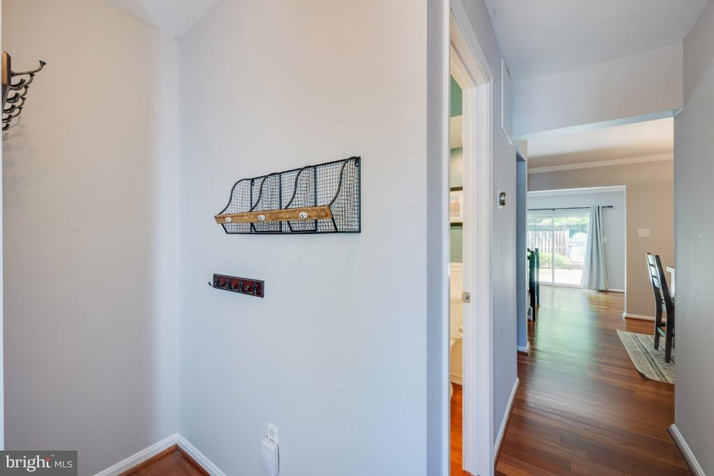 Entry Foyer - 5752 HERITAGE HILL DR, ALEXANDRIA