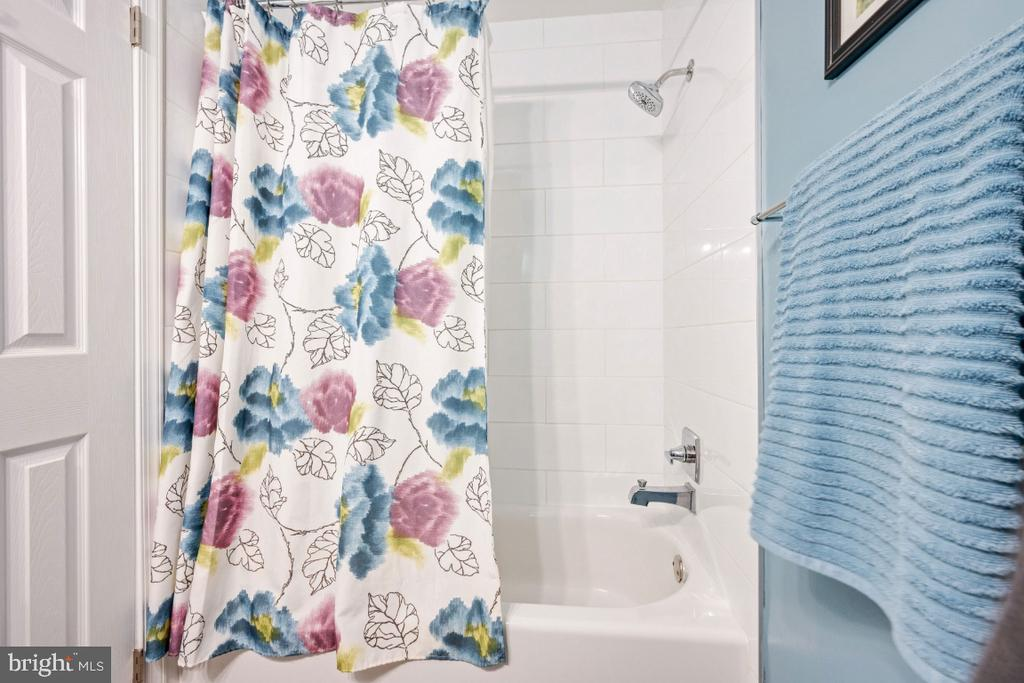 Hall Bath - 5752 HERITAGE HILL DR, ALEXANDRIA