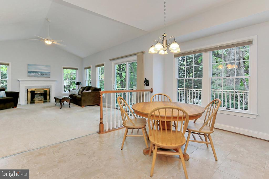 For casual dining - enjoy the Breakfast Room - 508 DRANESVILLE RD, HERNDON