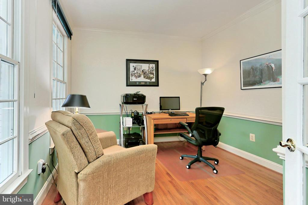 A private Office is perfect for work or study - 508 DRANESVILLE RD, HERNDON