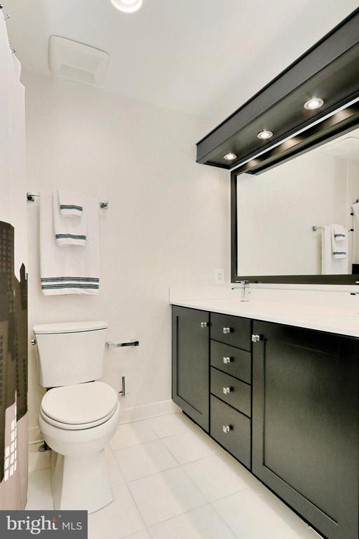 Updated Full Bath on the upper level - 508 DRANESVILLE RD, HERNDON