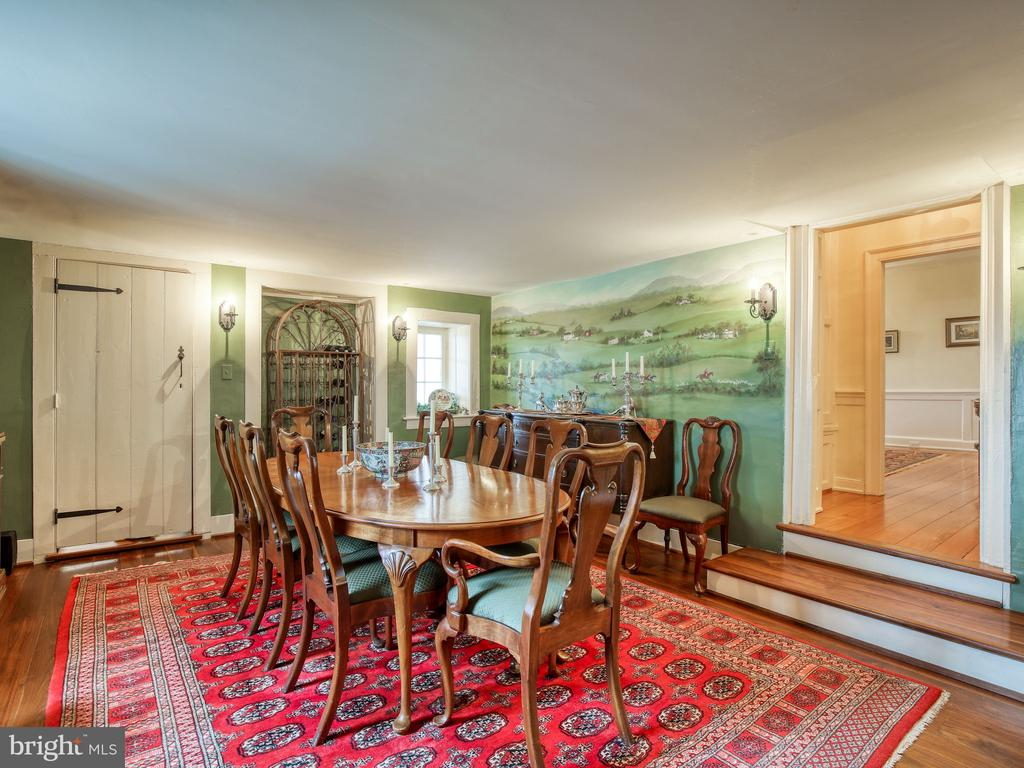 Dining room with painted mural on wall - 20775 AIRMONT RD, BLUEMONT