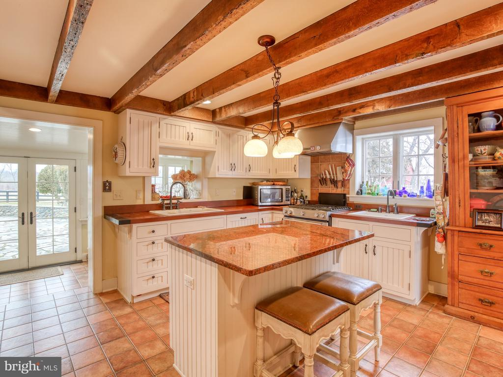 Kitchen looking to sun room/breakfast room - 20775 AIRMONT RD, BLUEMONT