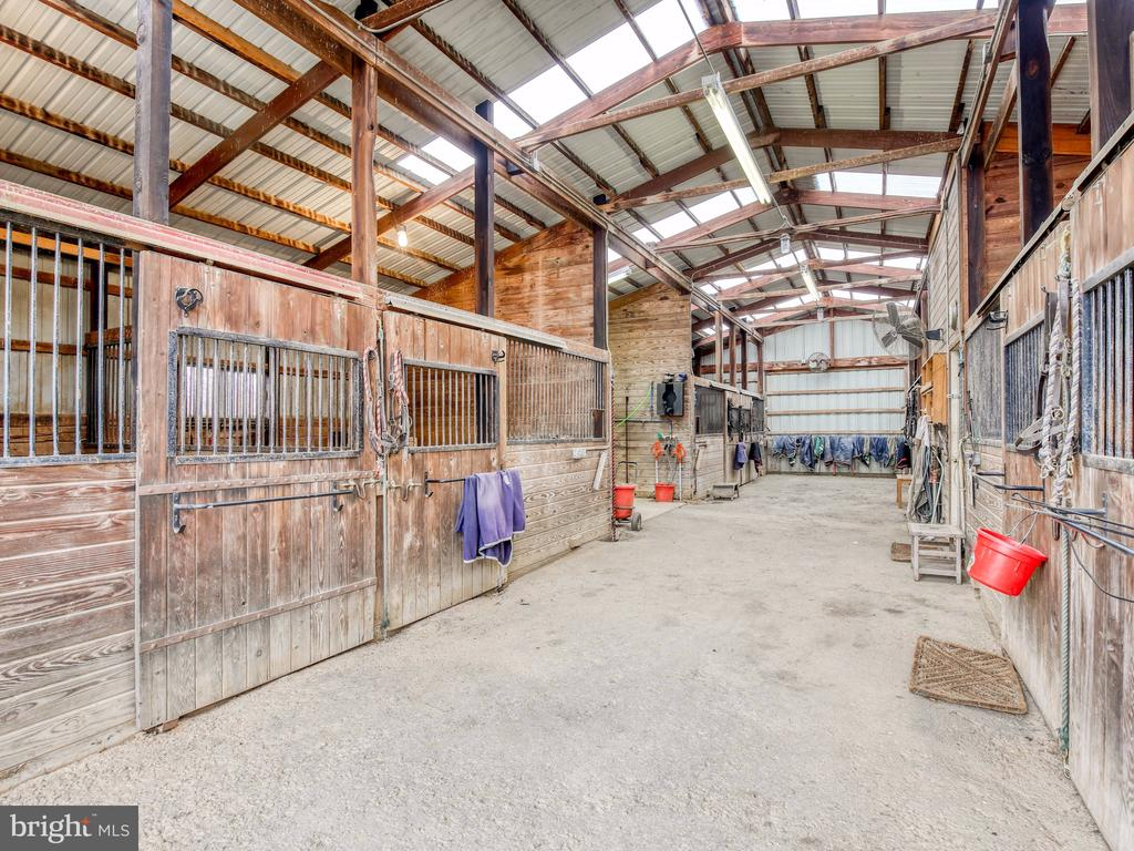 Interior of stable - 20775 AIRMONT RD, BLUEMONT