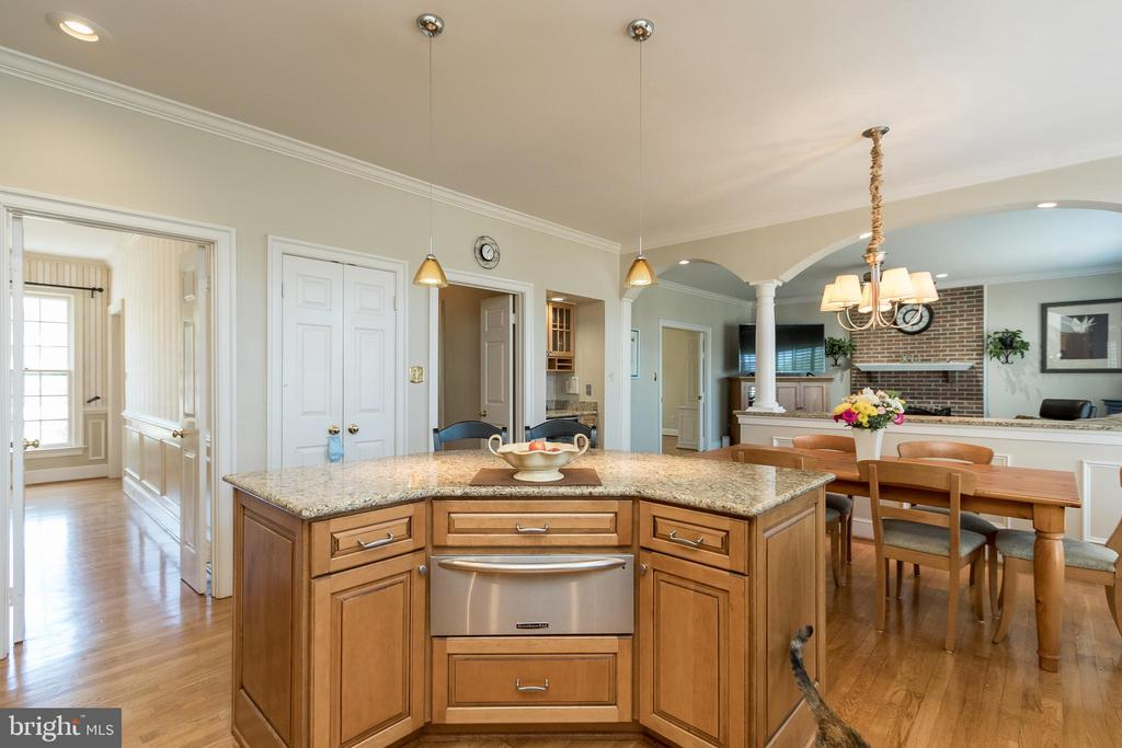 Kitchen Island with Warming Drawer - 13645 MELSTONE DR, CLIFTON