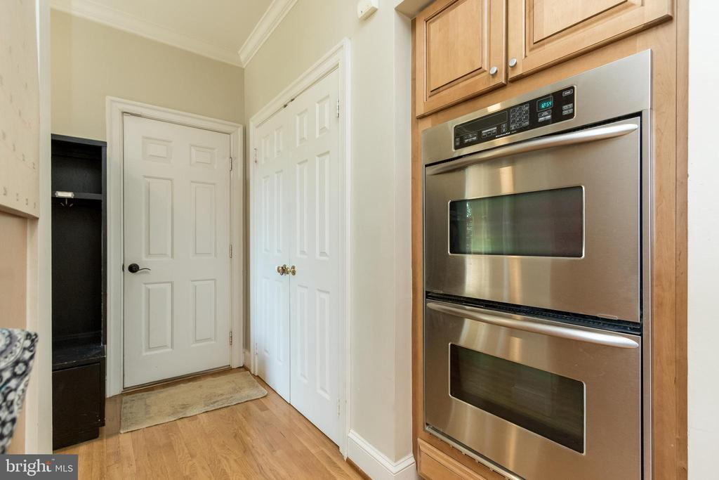 Wall ovens - 13645 MELSTONE DR, CLIFTON