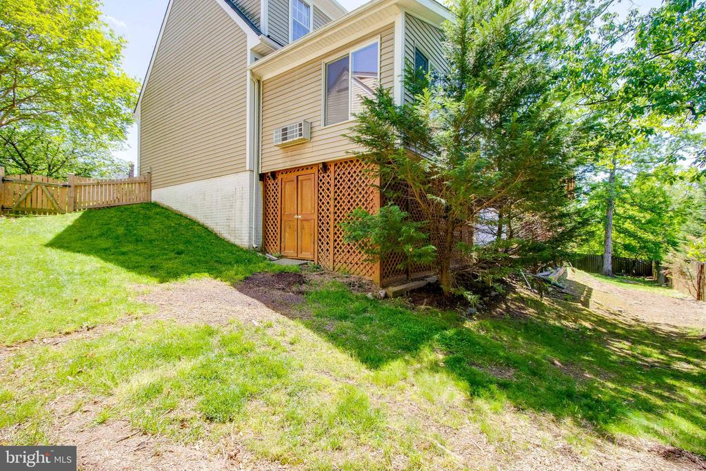 Backyard with Shed - 13645 MELSTONE DR, CLIFTON