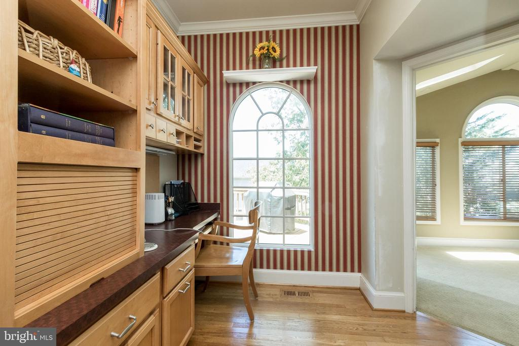 Private built in Desk and cabinets - 13645 MELSTONE DR, CLIFTON