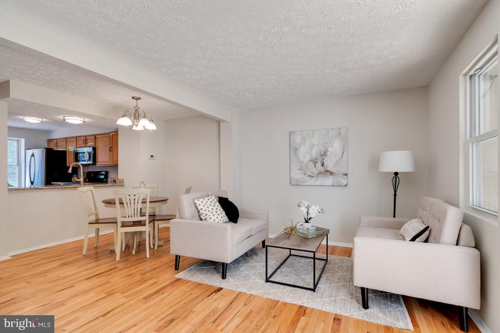 Wonderful open concept floor plan - 8444 SUGAR CREEK LN, SPRINGFIELD