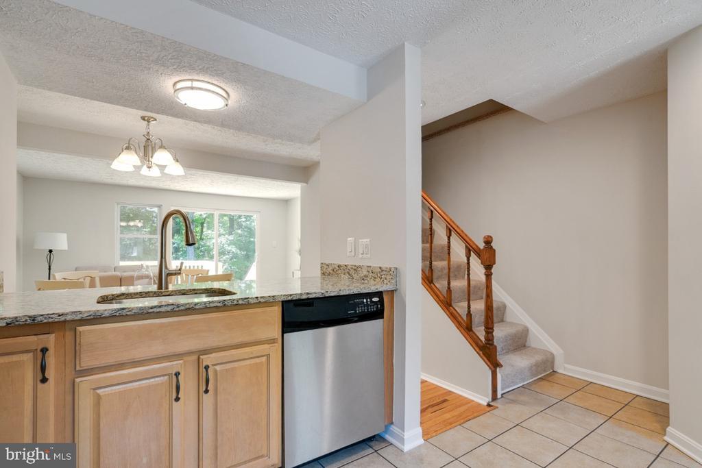 Ceramic tile kitchen and foyer - 8444 SUGAR CREEK LN, SPRINGFIELD