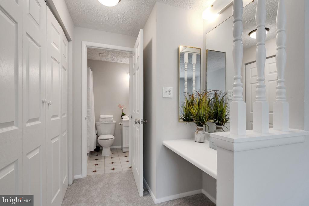 Private entry to upper level hall bathroom - 8444 SUGAR CREEK LN, SPRINGFIELD