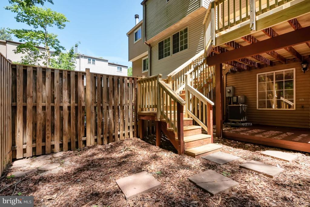 Lower level patio and rear fenced yard - 8444 SUGAR CREEK LN, SPRINGFIELD