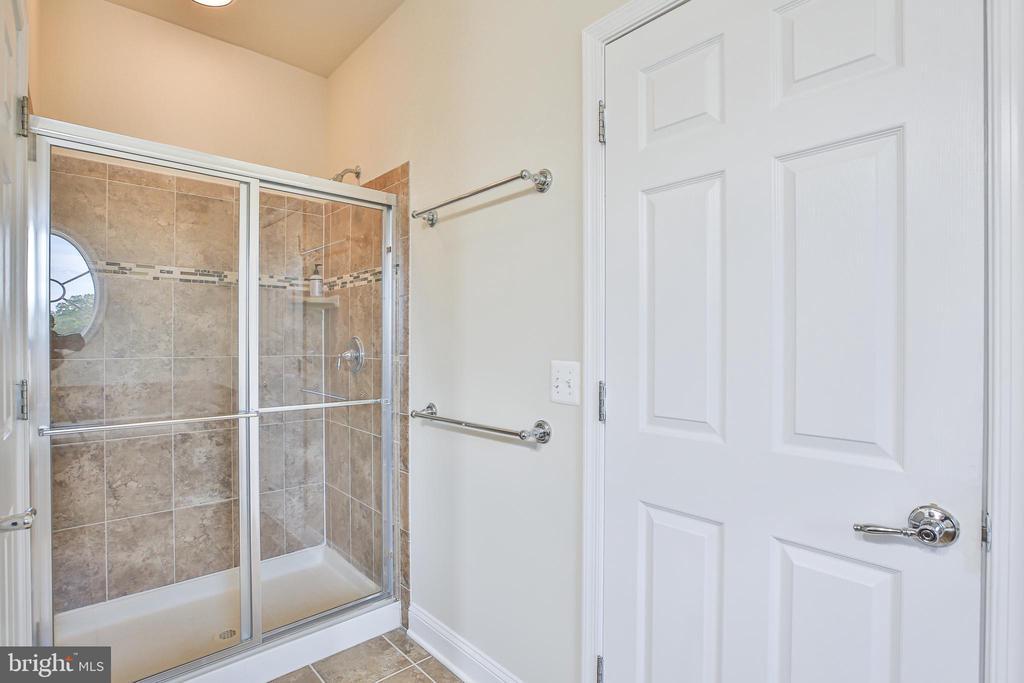 Owners Tiled Shower - 42810 LAUDER TER, ASHBURN