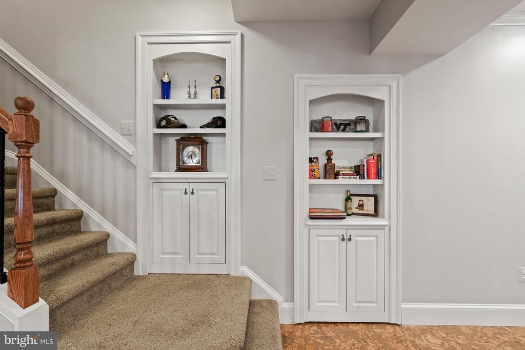 Stairs to Lower Level - 43327 RIVERPOINT DR, LEESBURG