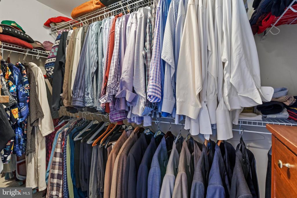 3rd Walk-In closet in Owner Bedroom - 43327 RIVERPOINT DR, LEESBURG