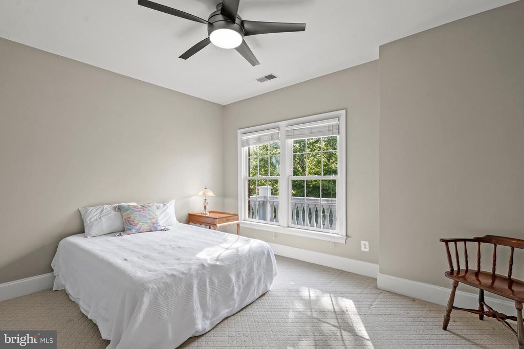 Fourth Bedroom - 43327 RIVERPOINT DR, LEESBURG