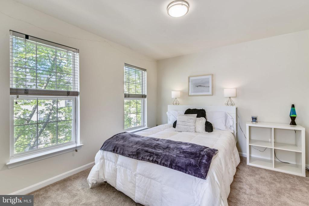 Bedroom #3 of 3 on upper level. - 43533 MINK MEADOWS ST, CHANTILLY