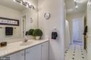 Shared full bathroom w/ separate vanities. - 43533 MINK MEADOWS ST, CHANTILLY