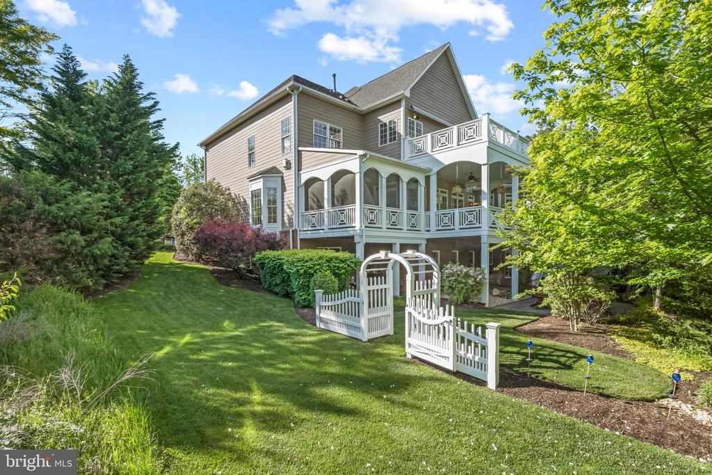 Magnificent 43327 Riverpoint Drive - 43327 RIVERPOINT DR, LEESBURG