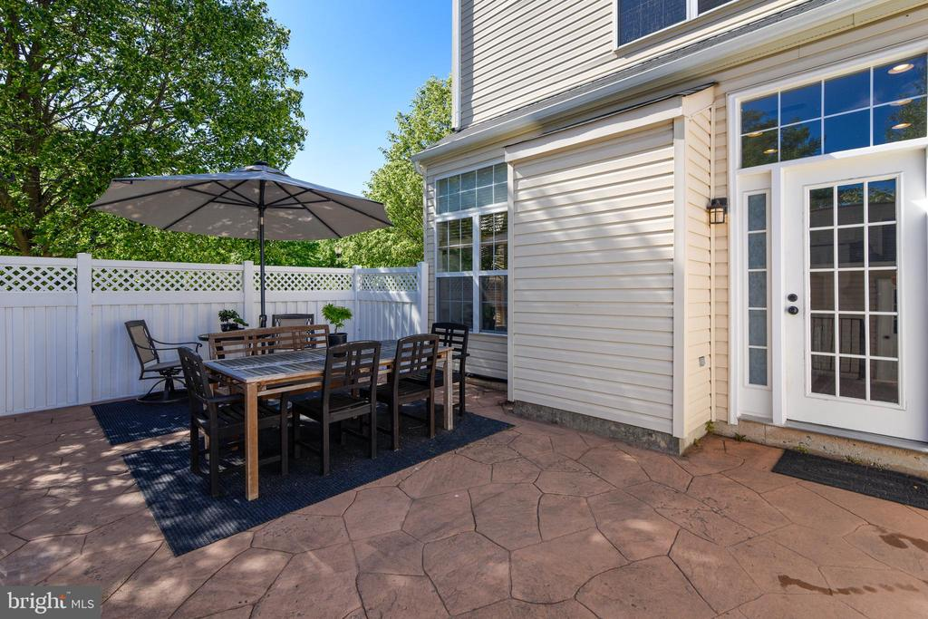 Oversized stone patio. - 43533 MINK MEADOWS ST, CHANTILLY