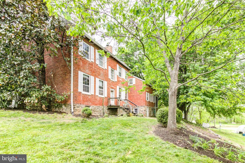 Side view of backyard - 19060 LINCOLN RD, PURCELLVILLE