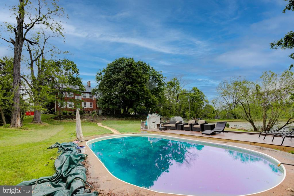 Salt water pool - 19060 LINCOLN RD, PURCELLVILLE
