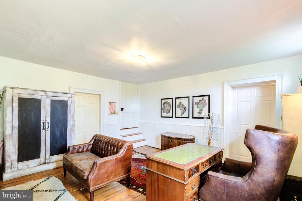 Private den or office space - 19060 LINCOLN RD, PURCELLVILLE