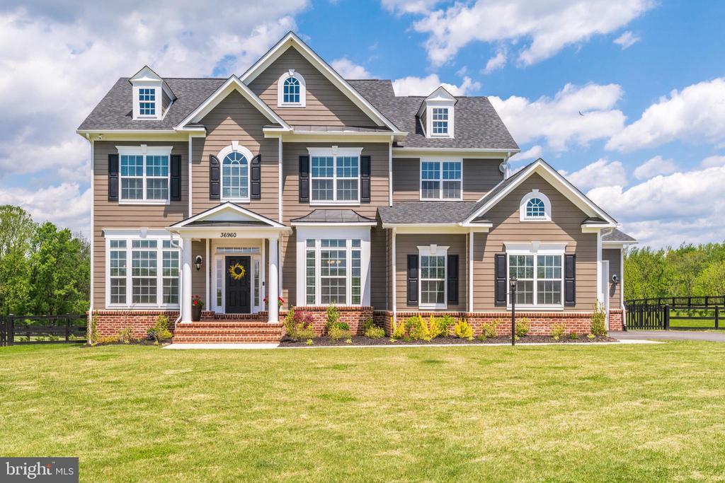 Beautiful Carrington Homes model - 36960 BRIDLE RIDGE LN, PURCELLVILLE
