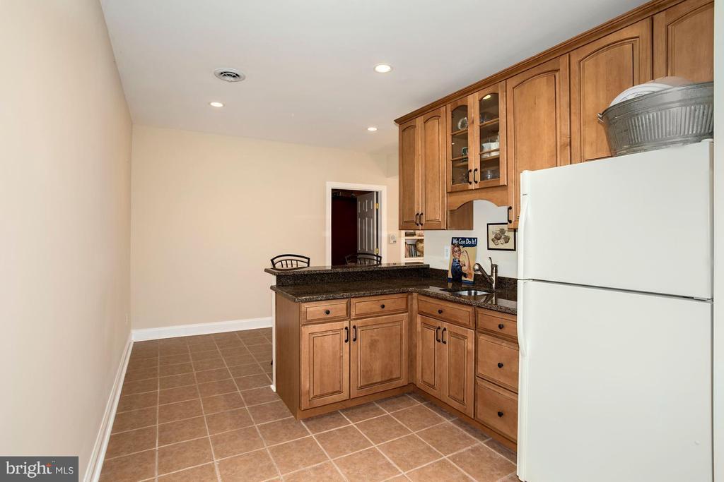 Lower level kitchen - 14915 LIMESTONE SCHOOL RD, LEESBURG