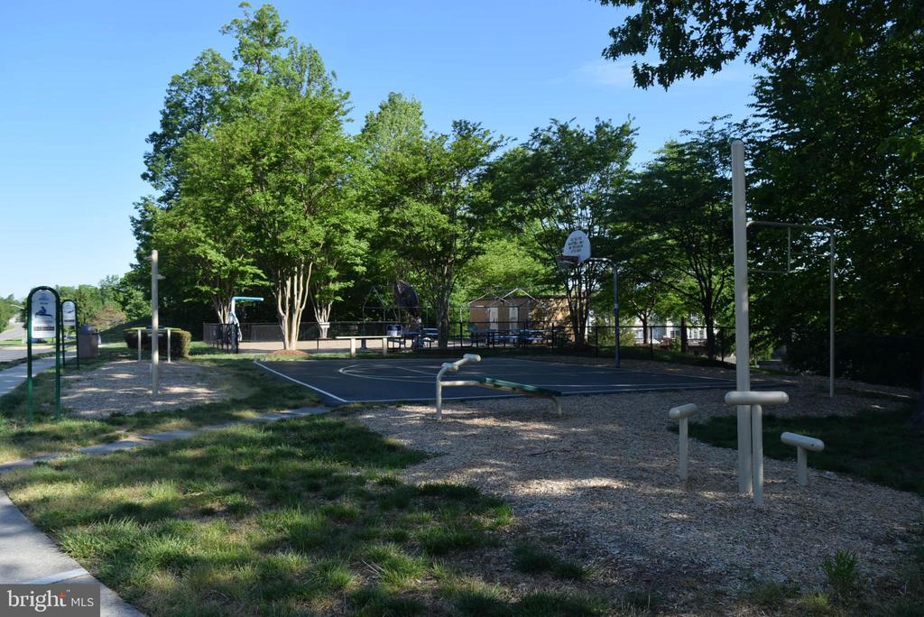Outdoor Fitness Area w/Walking Trail - 11755 TOLSON PL #11755, WOODBRIDGE