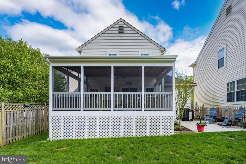 Huge Composite screened-in porch off back! - 17004 INDIAN GRASS DR, GERMANTOWN