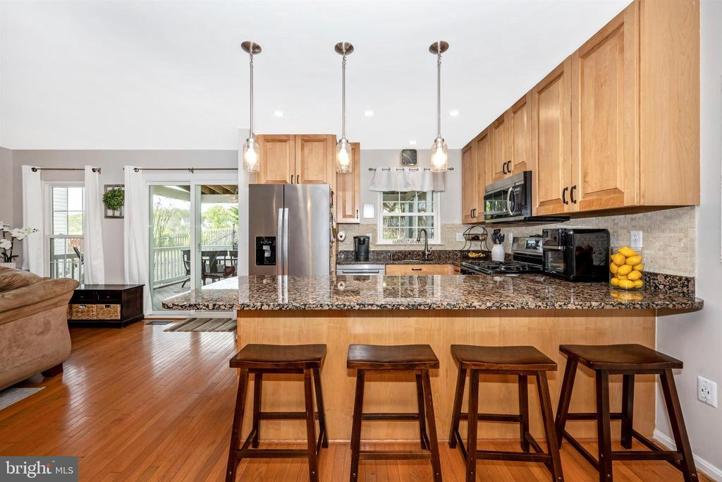 Large counter space provides seating for 4-5 - 17004 INDIAN GRASS DR, GERMANTOWN