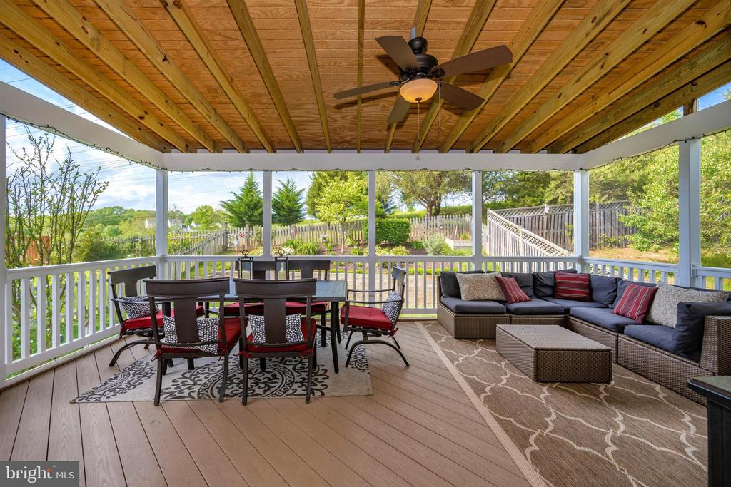 Rare to find this sized screened-in porch - 17004 INDIAN GRASS DR, GERMANTOWN