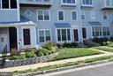 Well Maintained/manicured Lawn and Landscape (HOA) - 11755 TOLSON PL #11755, WOODBRIDGE