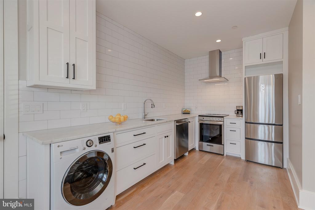 Carriage house full kitchen - 212 A ST NE, WASHINGTON