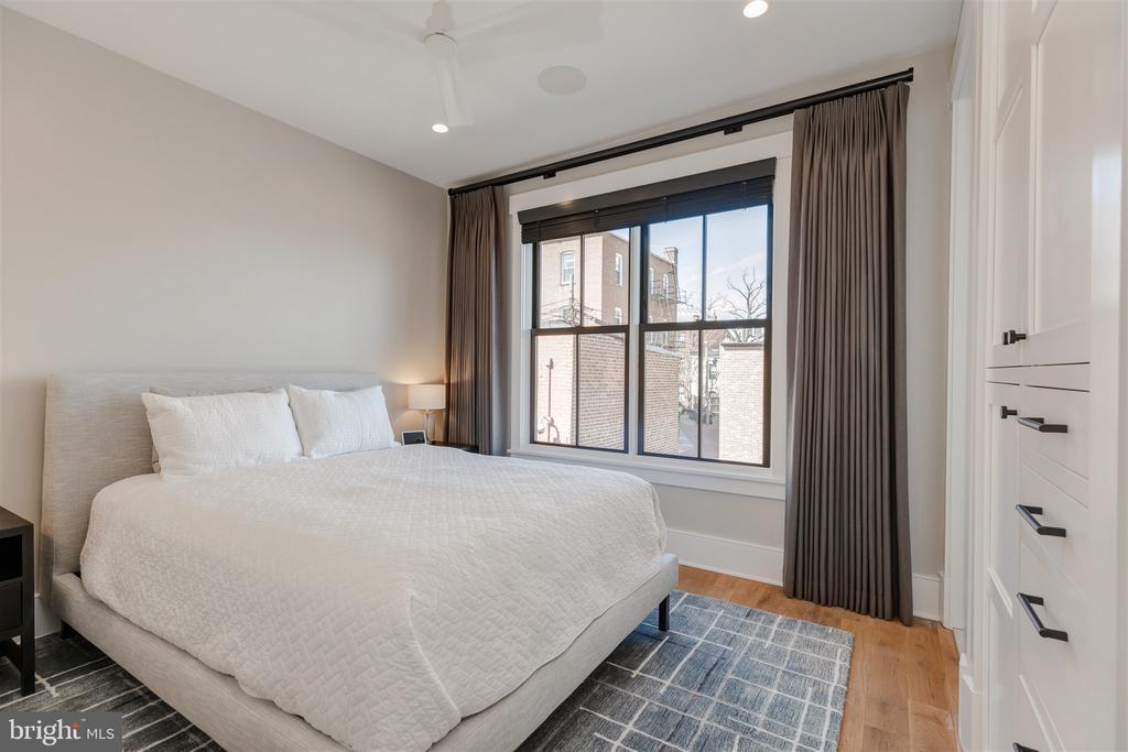 Bedroom #2 w/built-in closet system & ensuite bath - 212 A ST NE, WASHINGTON