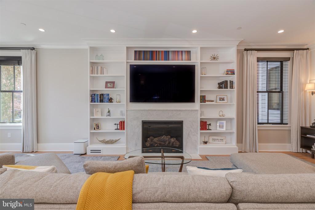 Living area w/gas burning fireplace - 212 A ST NE, WASHINGTON