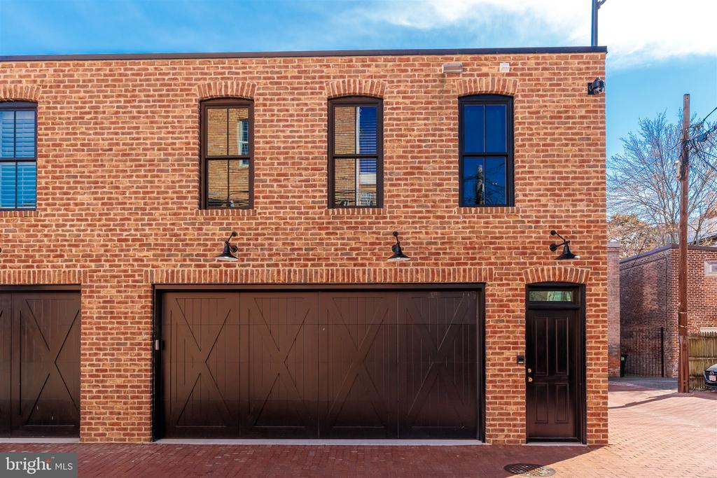 Two car garage with carriage house apartment above - 212 A ST NE, WASHINGTON